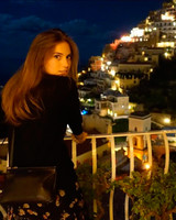 Allison Williams on Honeymoon in Italy