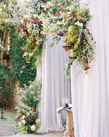 creeping ivy wall backdrop wedding ceremony