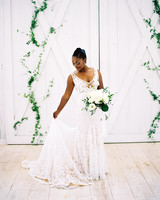 shakira travis wedding bride bouquet dress
