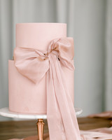 cakes with bows ryann lindsey