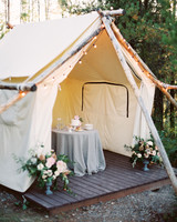 tent decor orange photographie