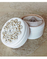 unique-ring-box-white-ring-box-0316.jpg