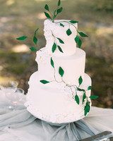 vanilla wedding cake with greenery vine