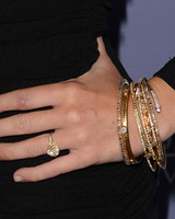 miley-cyrus-engagement-ring-0116_web.jpg