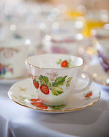 berry tea cup