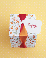 diy-favor-boxes-ribbon-twist-sum02-0715.jpg
