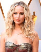 jennifer lawrence beauty look 2018 oscars