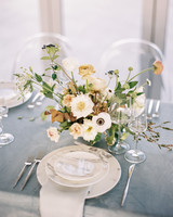 summer wedding centerpieces neutral floral arrangement