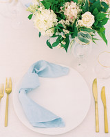 minimalist table setting rose floral arrangement blue napkin
