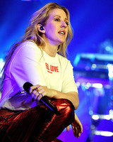 ellie goulding performing engagement ring