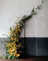 fall wedding flowers golden roses and ivy