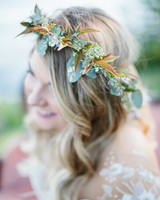 Green leaf head piece on bride