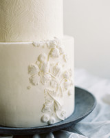 white frosted dandelion vines design wedding cake