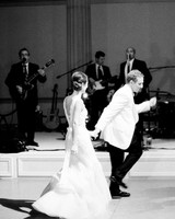 wedding-band-musicians-couple-dancing-0516.jpg