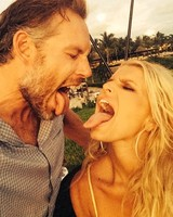 Jessica Simpson and Eric Johnson on Honeymoon in Mexico