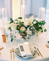 melissa justen wedding place setting with bouquet centerpiece