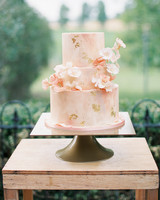 mini sponge wedding cakes wedding cakes with sugar flowers that look incredibly real 17406