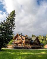 air bnb wedding venue cabin in washington forest