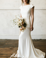 minimal bride with classic dogwood bouquet