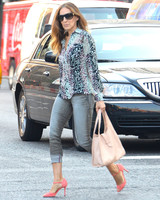 sjp-shoe-roundup-walking-in-west-village-0515.jpg