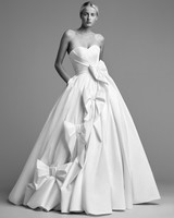 viktor rolf wedding dress fall 2018 sweetheart diagonal bow sweetheart