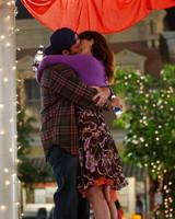 gilmore-girls-wedding-lorelai-luke-kissing-1015.jpg