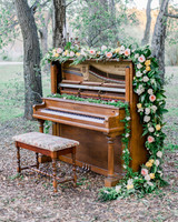 Outdoor Piano Wedding Decor