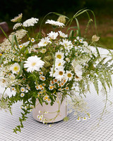 avril quy wedding new york centerpiece flowers