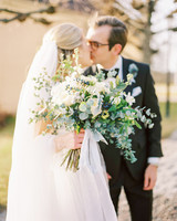 wedding bouquet couple kiss