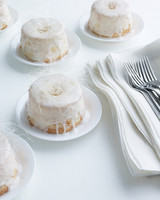 marry-me-martha-mini-angel-food-cakes-sp-09-0515.jpg