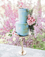 tall gold cake stand