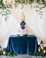 statement wedding cake