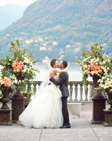 bride-groom-johnlegend-kiss-delesie0072-mwds110843.jpg