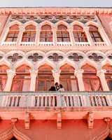elle raymond venice wedding kiss on balcony
