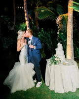 kourtney justin wedding mexico cake couple kiss