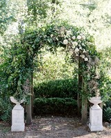 linda robert wedding ceremony arch