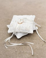 rebecca-david-wedding-new-york-ring-pillow-d112241.jpg