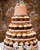 cupcakes tiers cake layer top