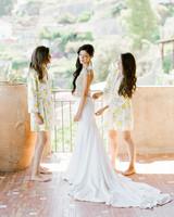 lisa greg italy wedding getting ready sisters