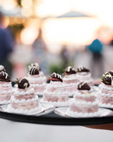 mini wedding cakes pink fruit chocolate topping