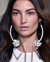 sp16-nyfw-bridal-accessories-carolina-herrera-earrings-0915.jpg