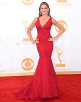 sofia-vergara-red-carpet-emmy-awards-vera-wang-red-lace-0815.jpg