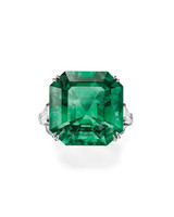 colored-engagement-rings-harry-winston-emerald-solitaire-0316.jpg