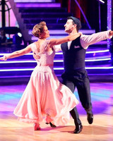 fuller-house-candace-cameron-bure-dancing-with-the-stars-1115.jpg