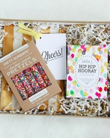 will-you-be-my-bridesmaid-idea-the-velvet-crate-celebrate-box-0216.jpg