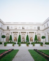 lissy-steven-wedding-newport-mansion-033-elizabethmessina-s112907-0516.jpg