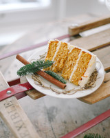winter-bridal-shower-ideas-pumpkin-vermont-spice-cake-slice-michelle-leo-events-1215.jpg