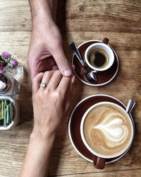 How to Tell Family and Friends You're Engaged, According to the Pros