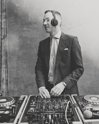 A DJ Tells All: Tips for Getting Every Guest Out on the Dance Floor
