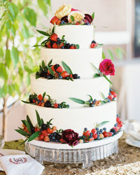 How Big Does Your Wedding Cake Really Need to Be?